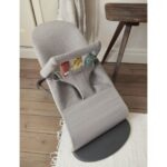 606072-bouncer-bliss-light-grey-jersey-with-toy-soft-friends-lifestyle-babybjorn-09-large
